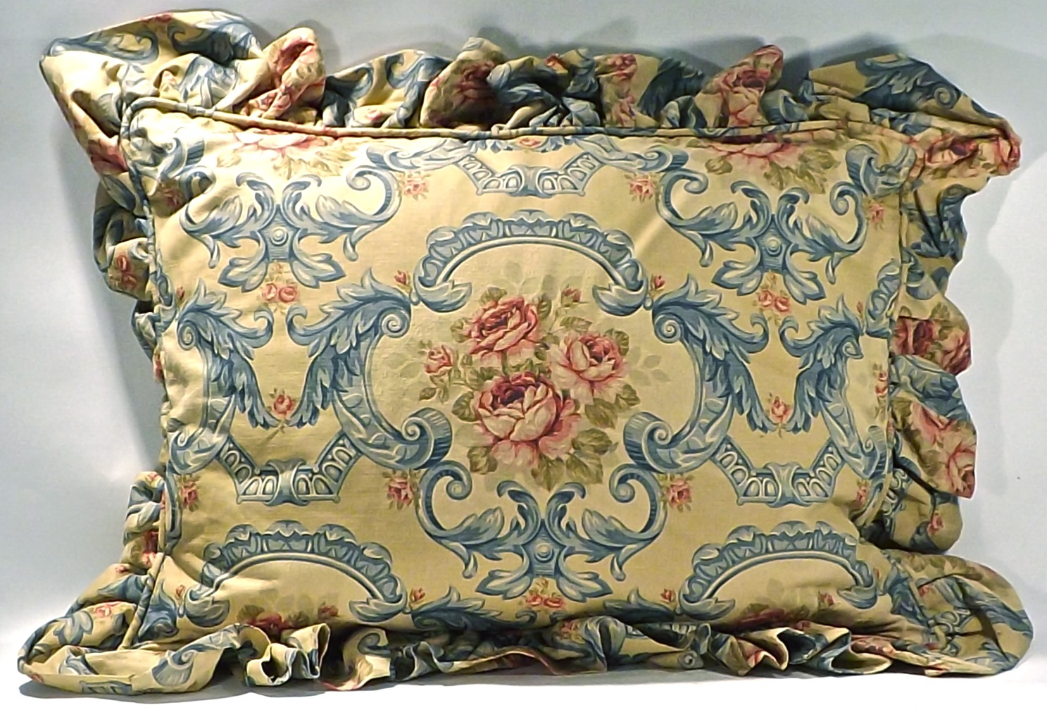Acanthus leaf floral pillow sham omero home for Acanthus leaf decoration